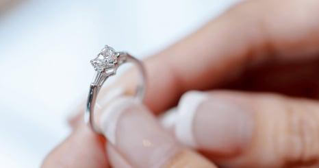 「指輪えらび」という特別な体験の価値を高めるECサイト