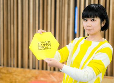 ロフトワークの黄色い六角形の会社案内、できました。<br /> そして、プレゼントします!
