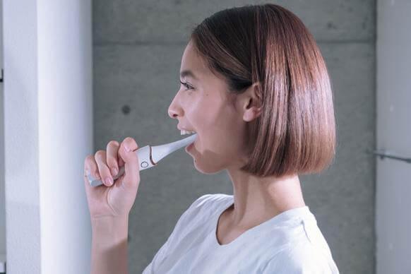 口の中から表情筋へアプローチする美容機器VISOURIRE(ヴィスリール)