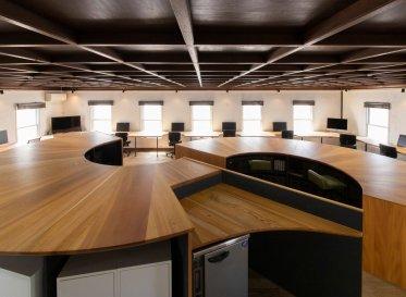 飛騨の森の生命を家具として育てていく<br /> 京都オフィスが実験的な設計でリニューアル